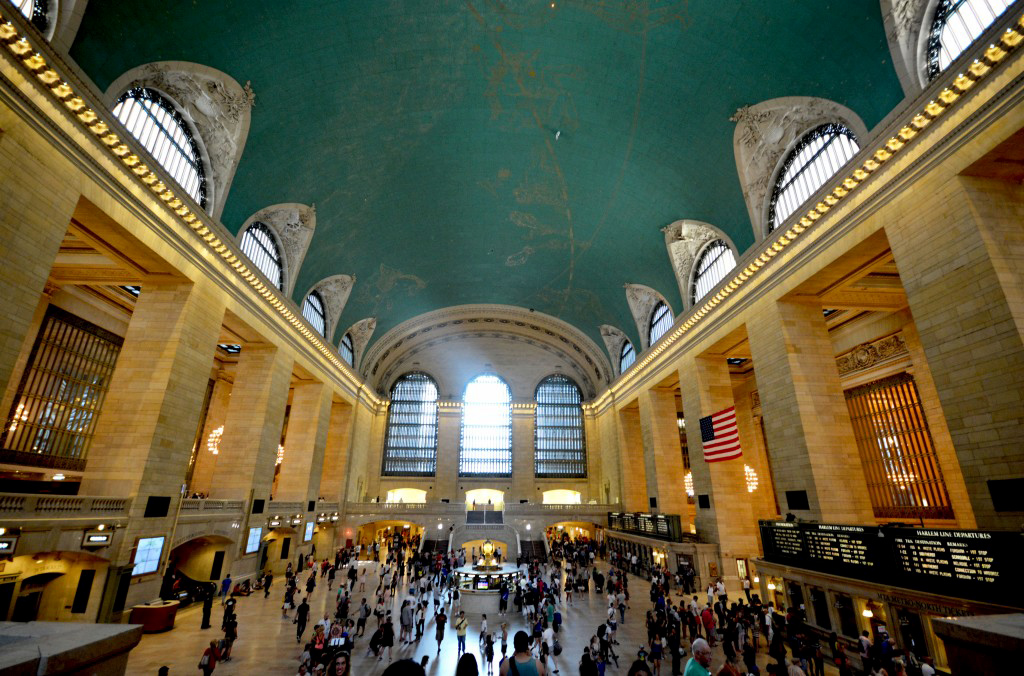 This image has an empty alt attribute; its file name is Grand-Central.jpg